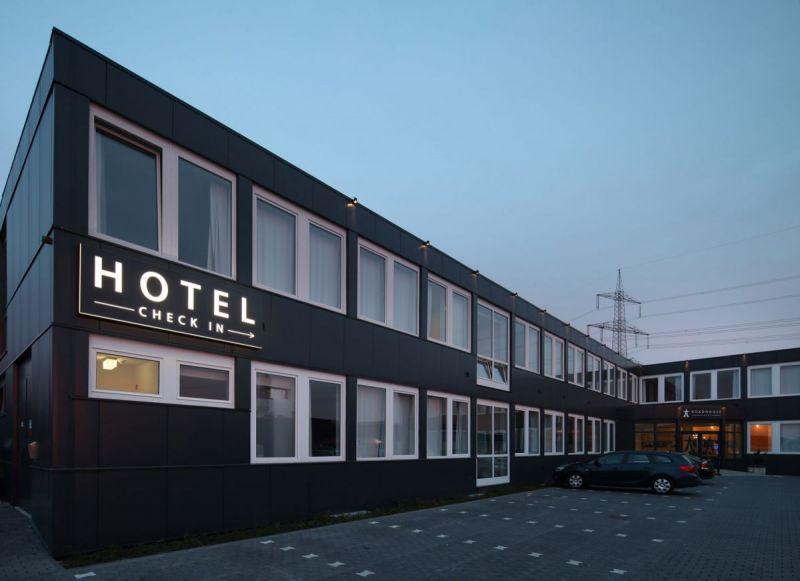 Road-House-Hotel-Aussenansicht-2