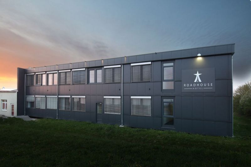 Road-House-Hotel-Aussenansicht-3